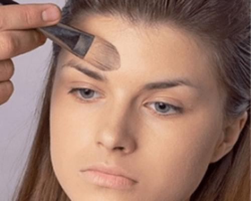 hogyan lehet elrejteni a vörös foltokat az arc sminkjén)
