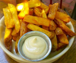 Hand-cut chips with aoli