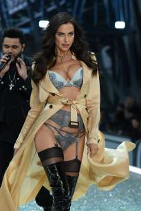Irina Shayk walks the runway during the 2016 Victoria's Secret Fashion Show on November 30, 2016 in Paris, France.