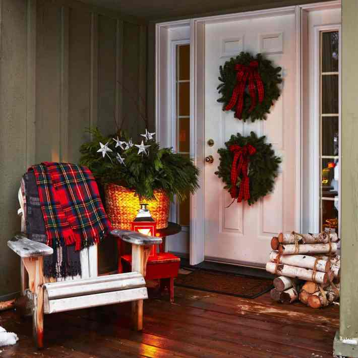 square-christmas-porch-decorating-ideas-1-1024x1024.jpg