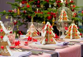 wonderful-red-white-glass-stainless-modern-design-christmas-table-decorations-dinner-plate-flatware-cake-glass-goblet-interior-at-house-with-ideas-for-a-christmas-party-also-christmas-party-ideas