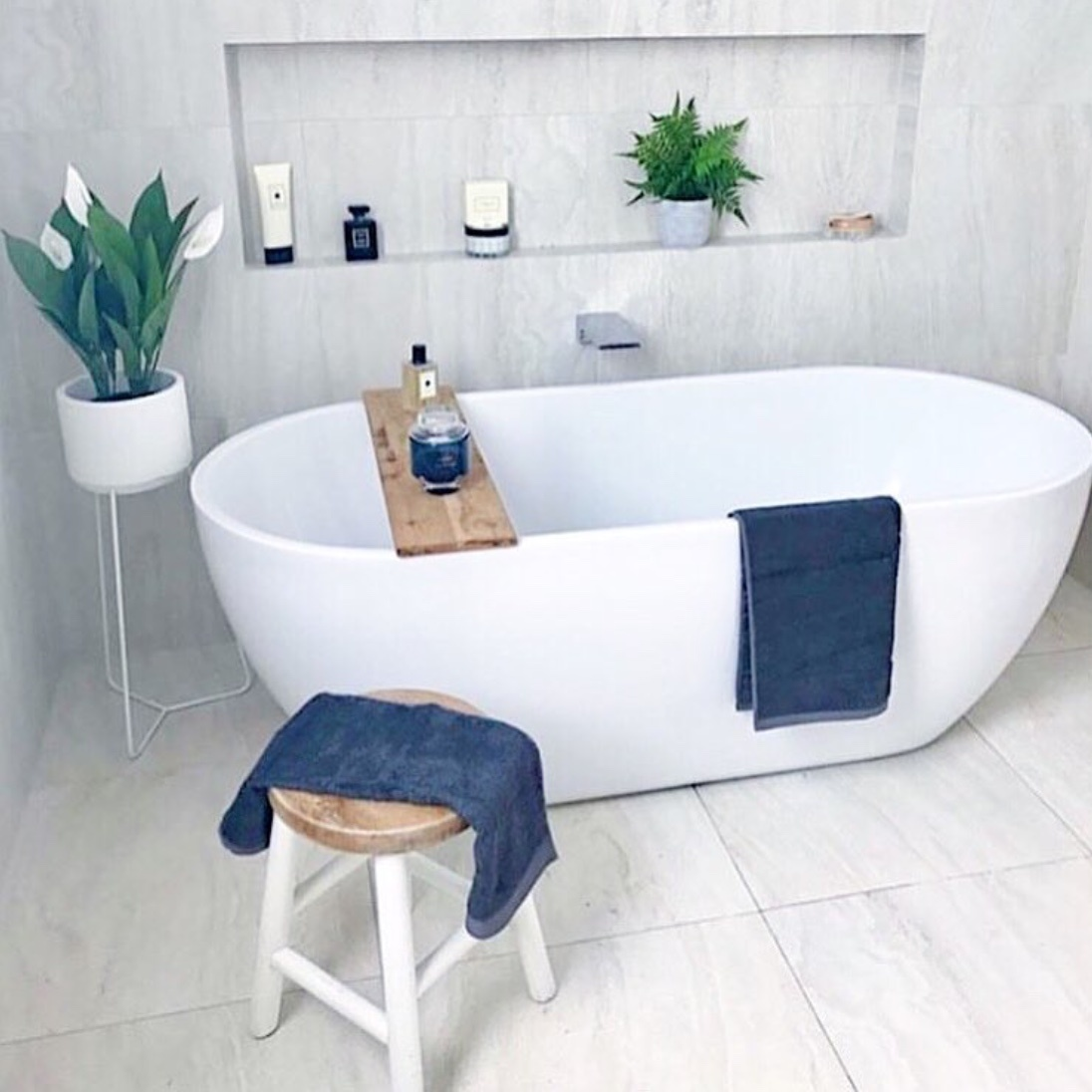 standalone bathtub