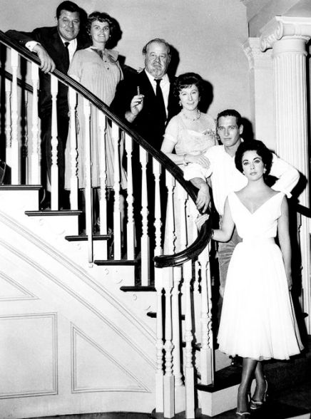 Jack Carson , Madeleine Sherwood , Burl Ives , Judith Anderson , Paul Newman , Elizabeth Taylor (Liz Taylor) on the set / tournage Directed by Richard Brooks