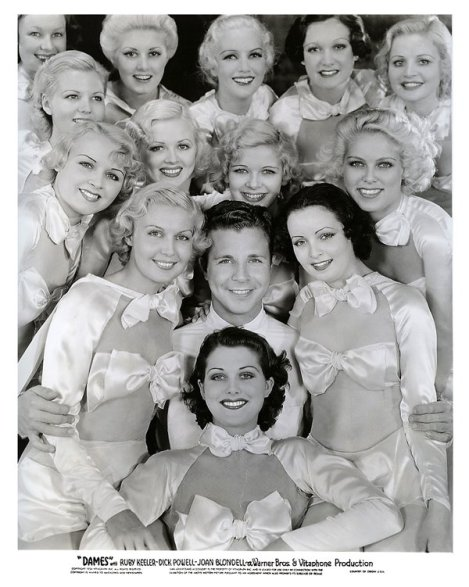 dames-34-dick-powell-and-chorus-girls-1