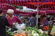 Marche de fruits et legumes dans la vieille ville de split