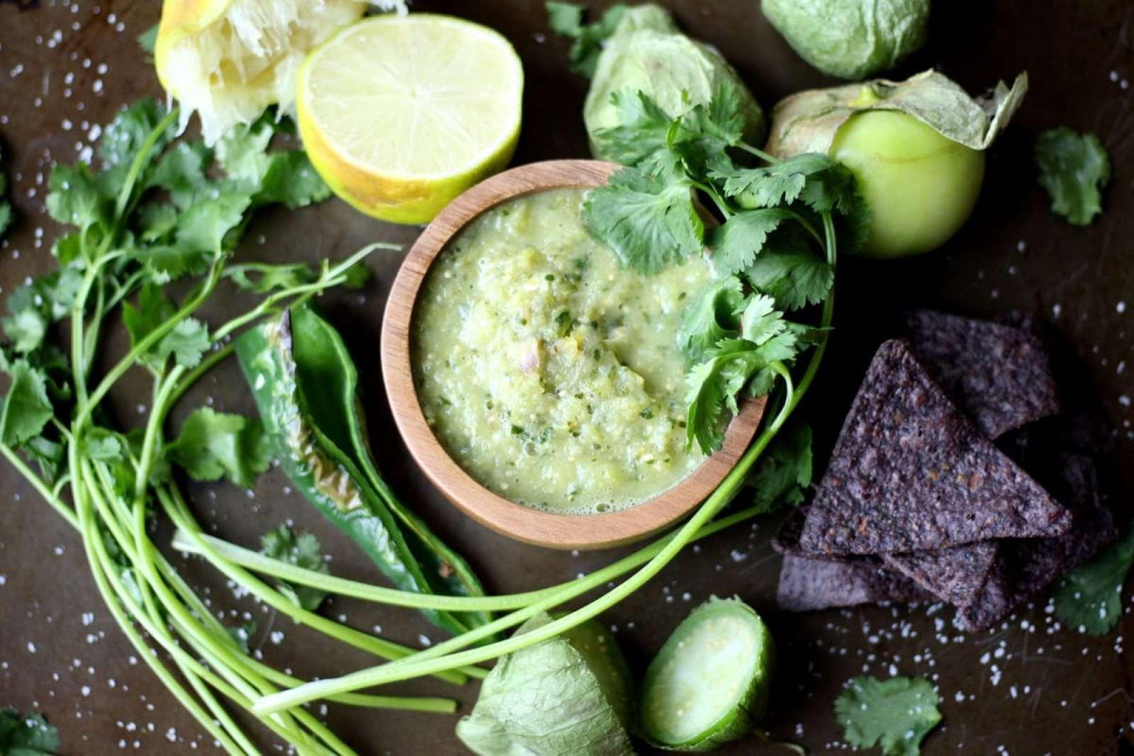Roasted Salsa Verde - thewoodenskillet.com