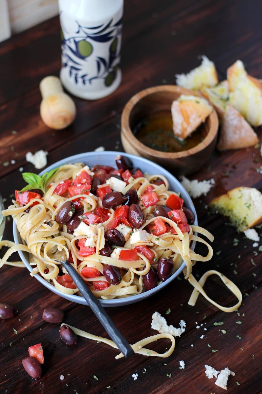 Warm Greek Pasta - thewoodenskillet.com #meatless #vegetarian