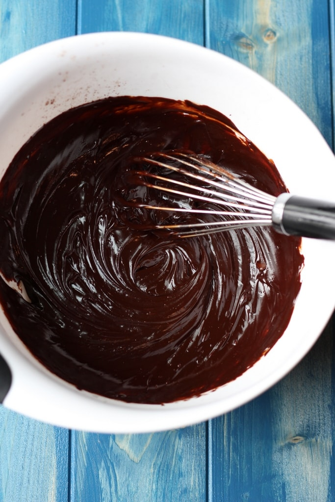 How to make chocolate sorbet - thewoodenskillet.com An adaptation from David Lebotvitz.
