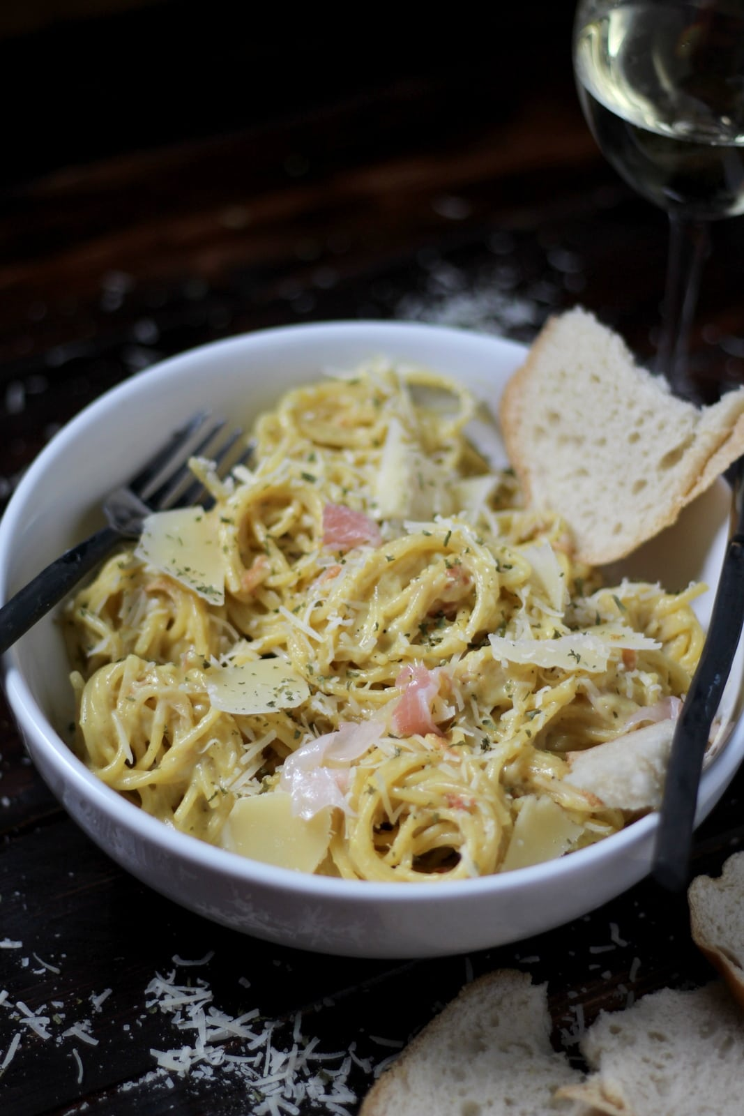 How to make classic spaghetti alla carbonara - thewoodenskillet.com