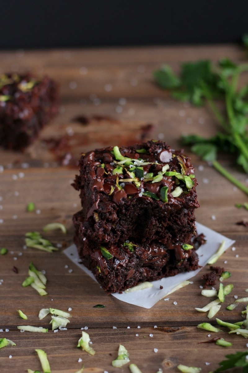 Healthy Double Chocolate Zucchini Brownies - a healthier version of your classic brownies with 2 cups of zucchini! thewoodensillet.com #dessert