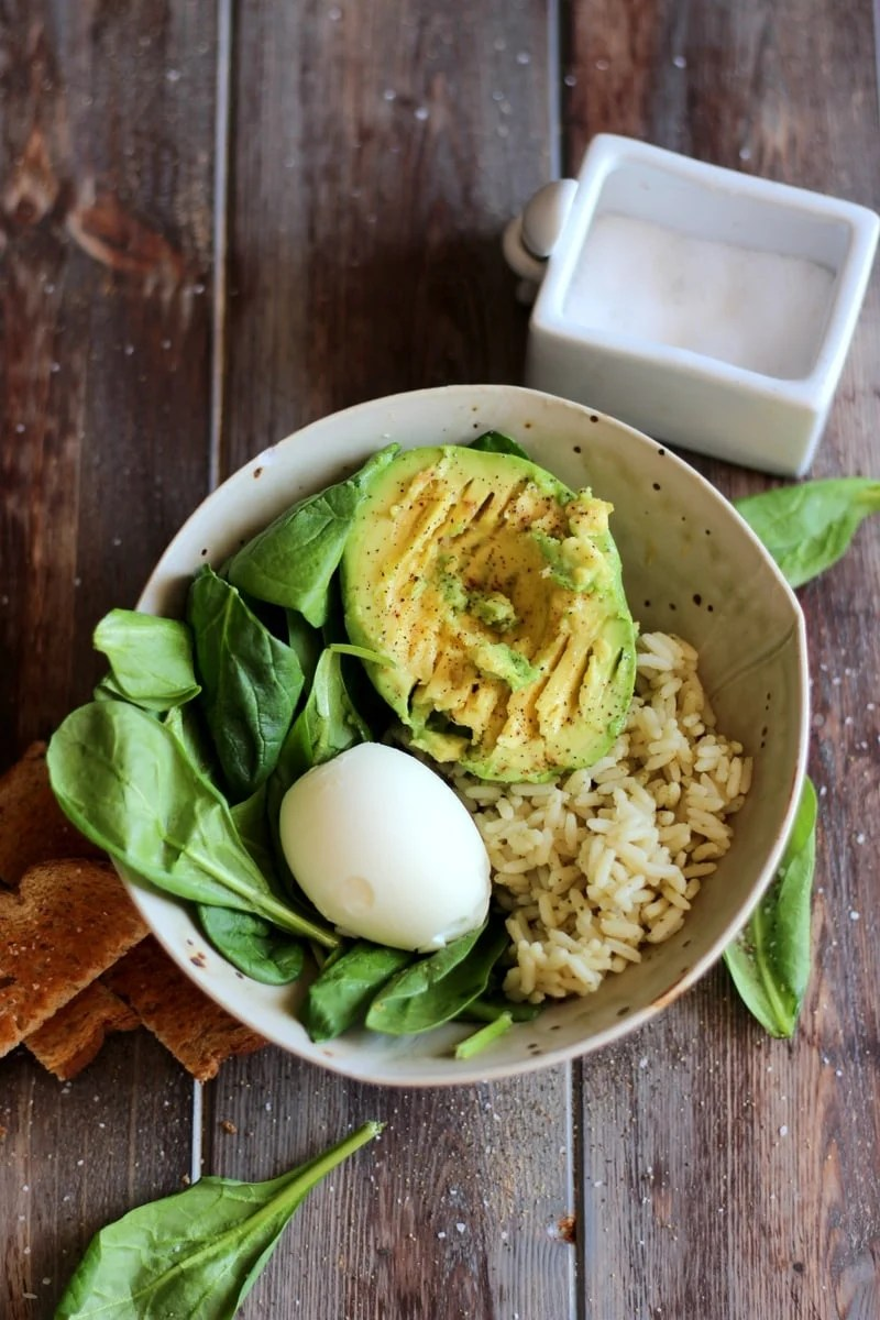 Healthy Avocado and Egg Lunch Bowl. A quick, easy and healthy lunch recipe that will keep you full all afternoon! thewoodenskillet.com