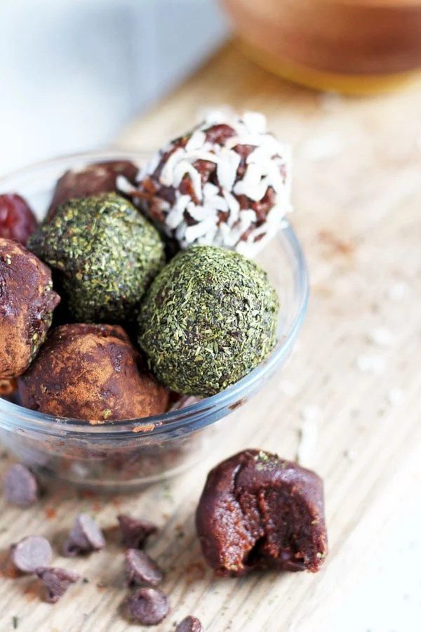 Easy Chocolate and Coconut Butter Energy Balls