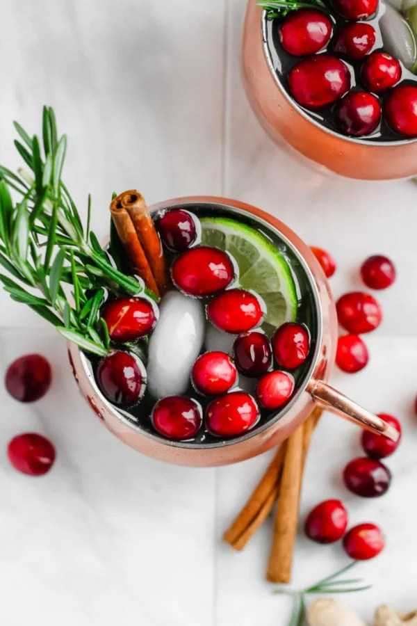 Cranberry Smash Moscow Mule - the perfect holiday cocktail! #cocktail