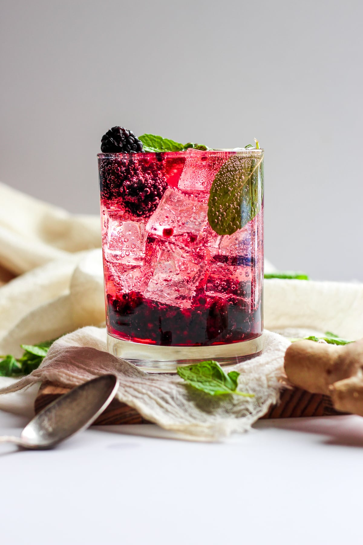 Blackberry Ginger Smash Spritzer - a light and refreshing spritzer that is perfect addition to your lunch or dinner!