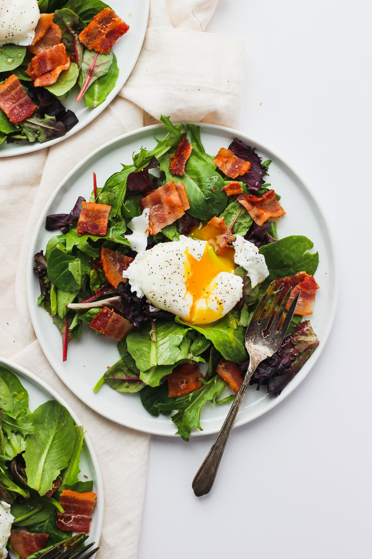 Whole30 Breakfast Salad with Poached Egg - a satisfying and delicious spin on your breakfast! #whole30 #paleo