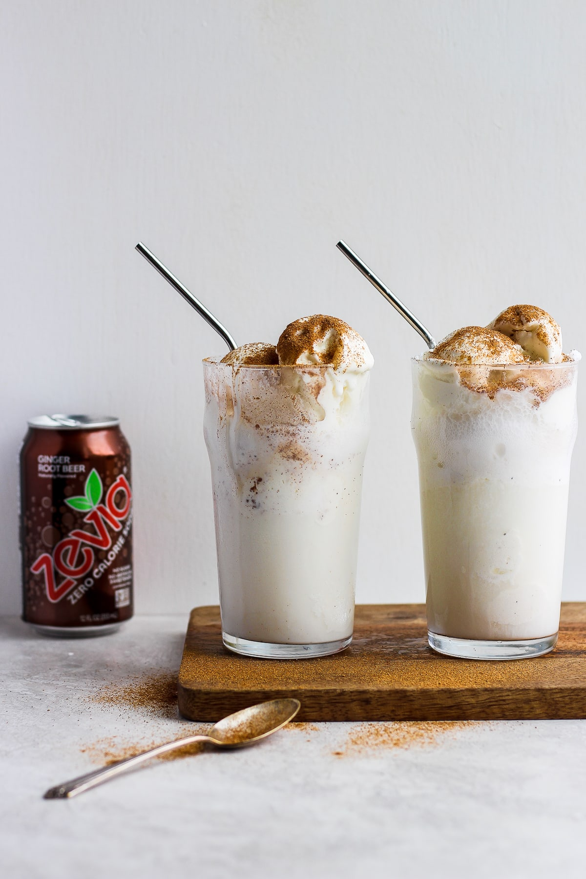 Dairy Free Pumpkin Ginger Root Beer Float - a fun, seasonal root beer float that is dairy-free and tastes just like pumpkin pie! #rootbeer #dairyfree #dessert #fallrecipes