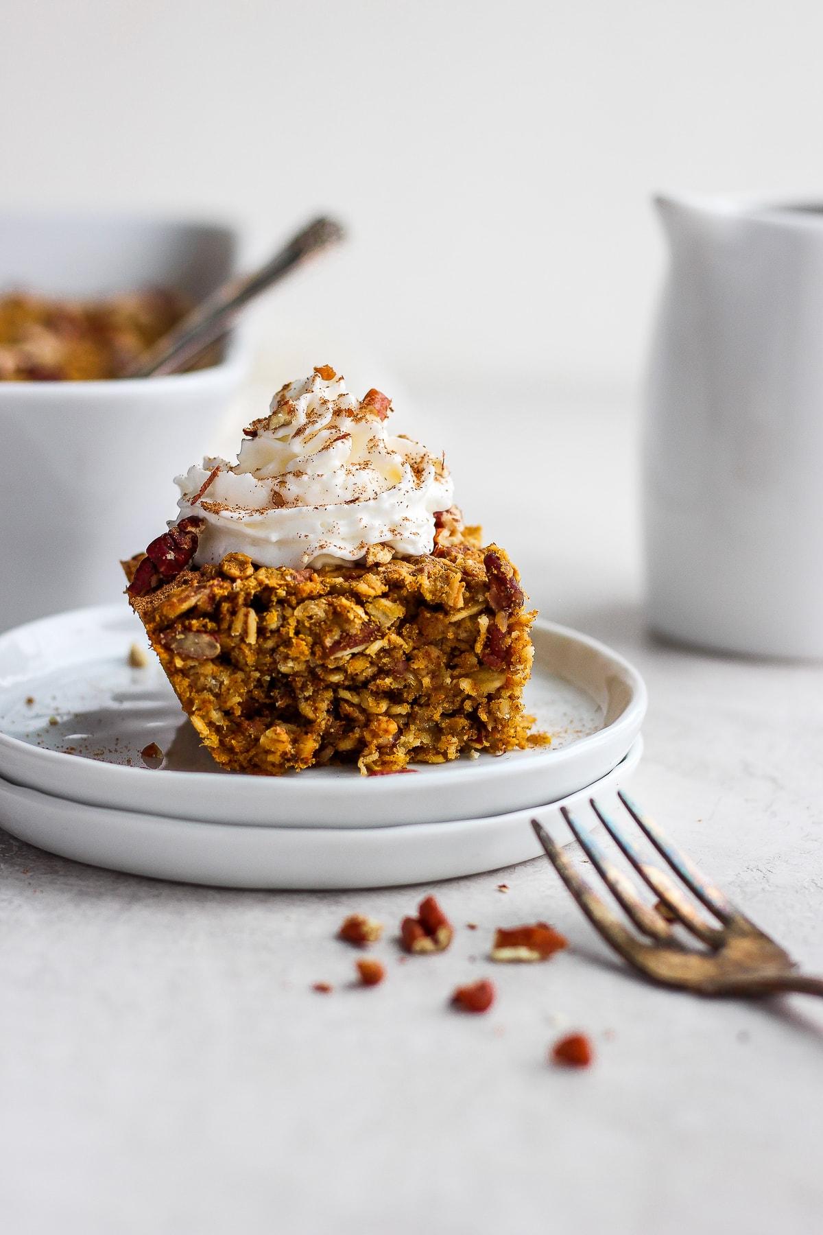 Delicious Dairy-Free Pumpkin Pie Oatmeal Bake - perfect for a crowd this pumpkin pie oatmeal bake tastes just like pumpkin pie but for breakfast!!! Dairy-free and gluten free! #pumpkin #pumpkin pie #oatmealbake #dairyfree #glutenfree