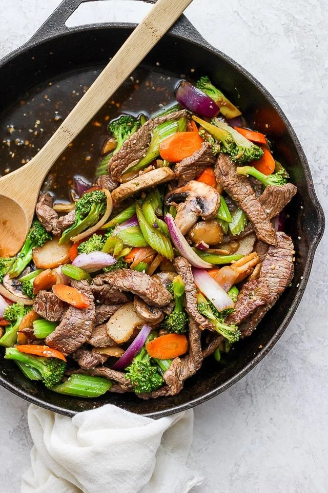Easy Steak Stir Fry - a simple and delicious weeknight recipe! (Whole30 + Paleo + GF + DF) #easysteakstirfry #steakstirfry #beststeakstirfry #healthysteakstirfry #paleodinner #whole30dinner