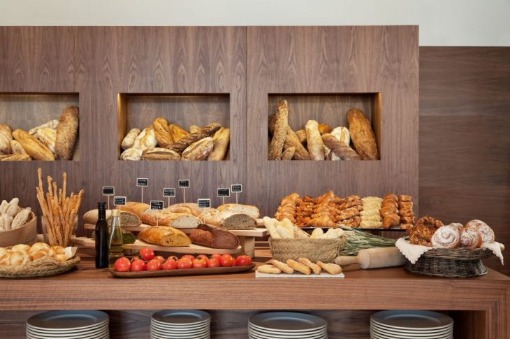 Ibiza-Gran-Hotel-Galeria-luxury-breakfast-buffet-panes-2-1024x680