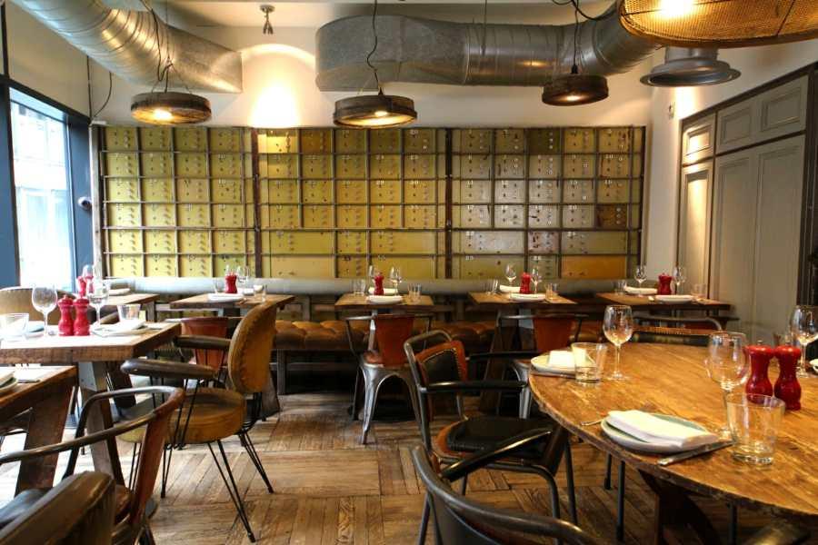 loyal-tavern-inset-room