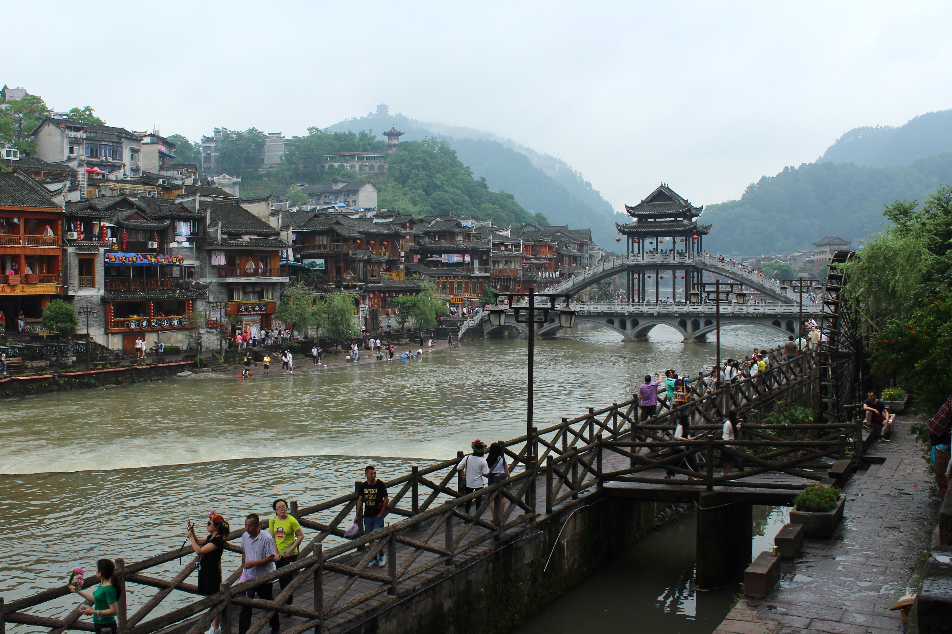 fenghuang life around the river the world at my feet rh theworldatmyfeet net