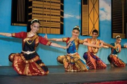 Intl-Fest-Indian-Dancers_WEB
