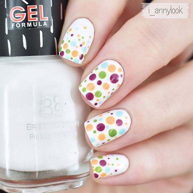 Polka dots nails for Autumn season