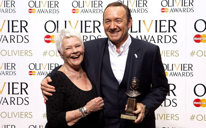 Judi Dench and Spacey with his Olivier in 2015