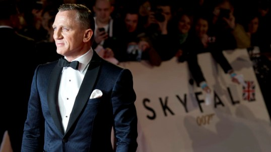 British actor Daniel Craig arrives on the red carpet to atttend the world royal premiere of the new James Bond film 'Skyfall' at the Royal Albert Hall in London on October 23, 2012. AFP PHOTO / LEON NEAL (Photo credit should read LEON NEAL/AFP/Getty Images)