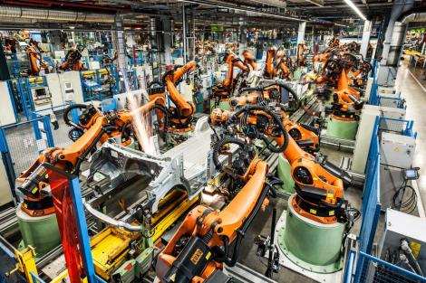 The Mercedes-Benz plant in Düsseldorf. More than 500 robots in the body shop manufacture the bodies.
