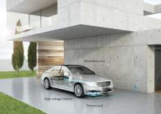 Wireless charging of the S 500 PLUG-IN HYBRID