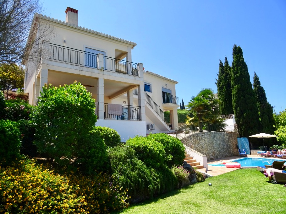 Villa Tranquil Back garden and pool