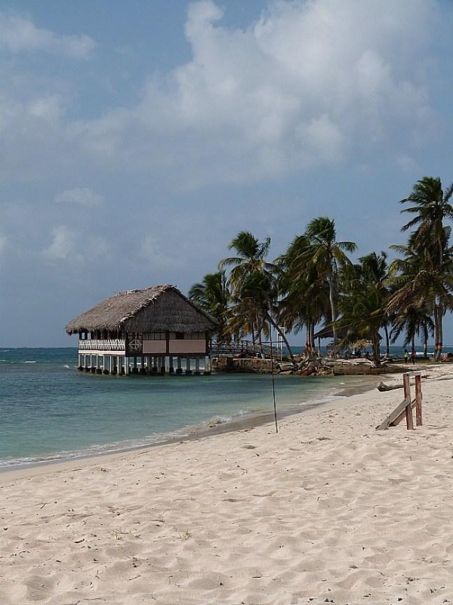 Beautiful beach in the San Blas Islands, Panama