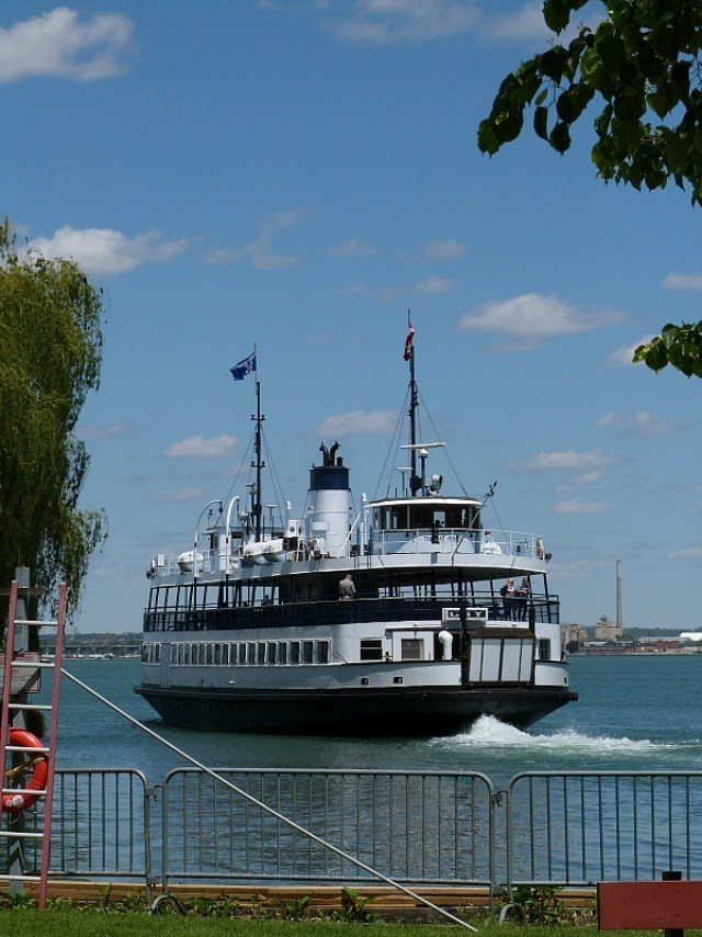 Ferry to Centre Island from Toronto during our Canada on a budget adventure