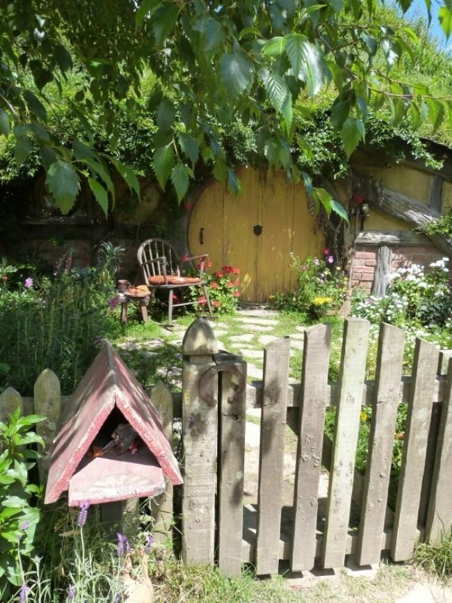 A hobbit hole in Hobbiton New Zealand