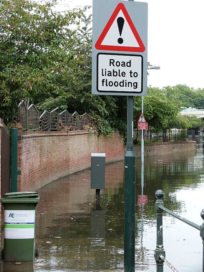 Flooding at high tide in Richmond London