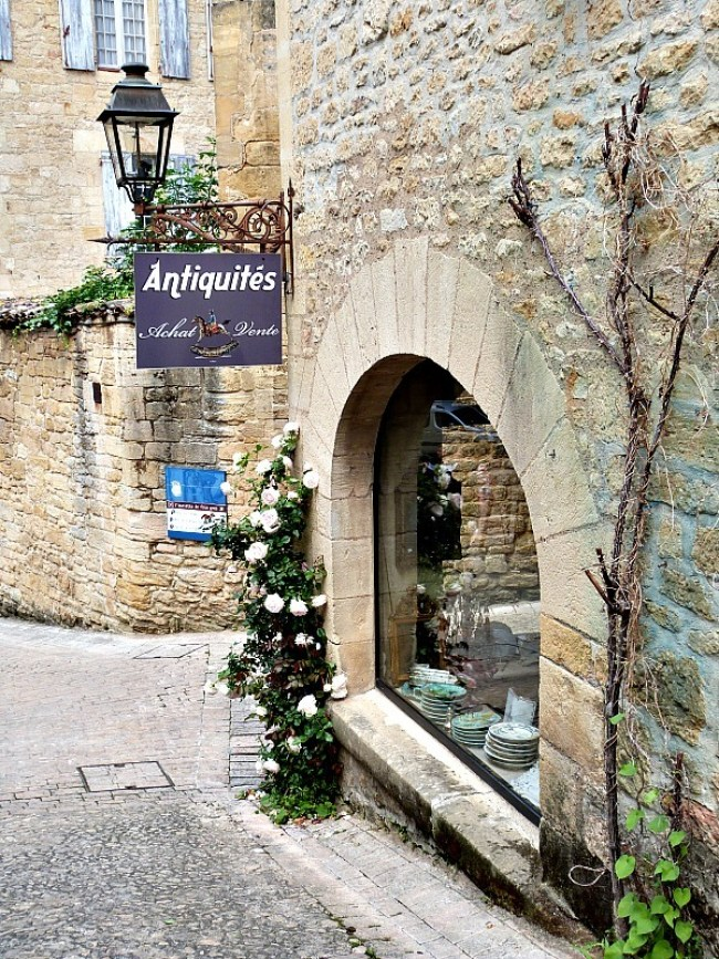 Wandering around Sarlat-la-Canéda in the Dordogne Region of France