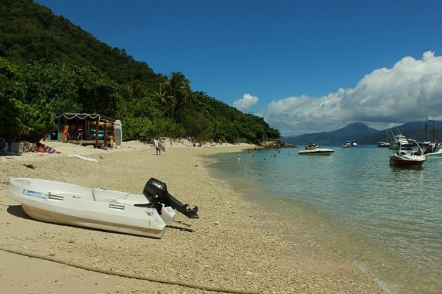Main beach on Fitzroy island