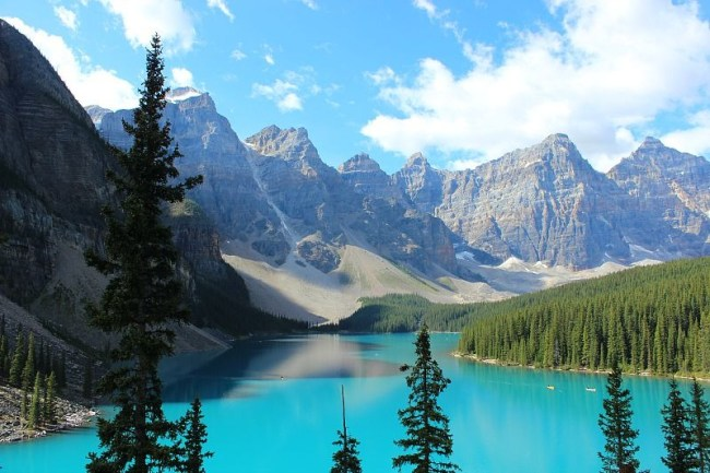 Revisiting Moraine Lake in the Canadian Rockies during month two of digital nomad life