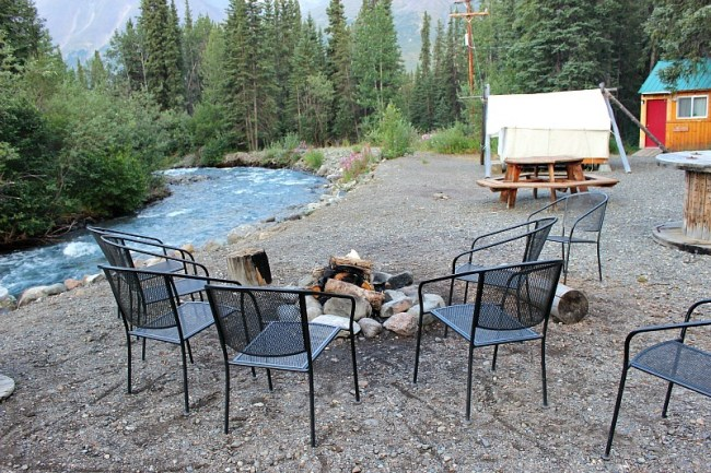 Social area outside at Denali Mountain Morning Hostel near Denali National Park
