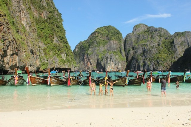 Beautiful Maya Bay on a Koh Phi Phi Island Tour