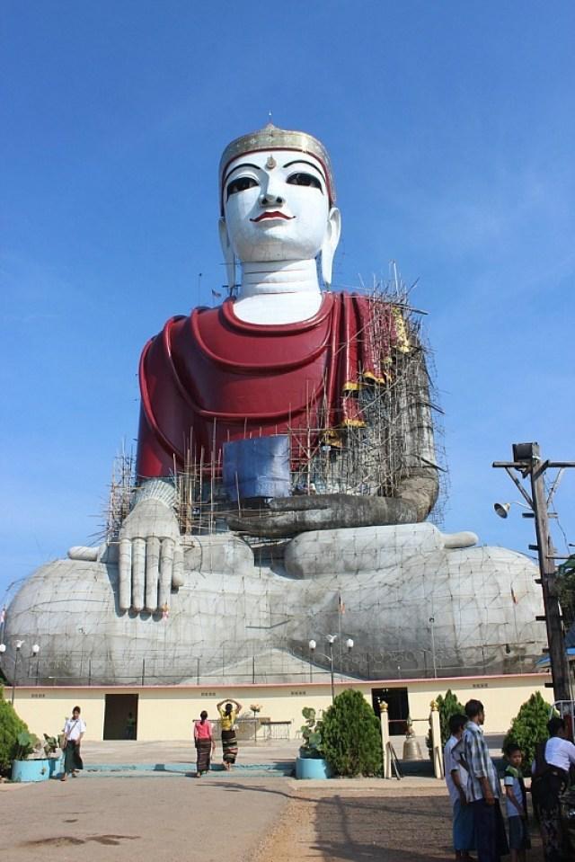 Sitting Buddha near Mawlamyine