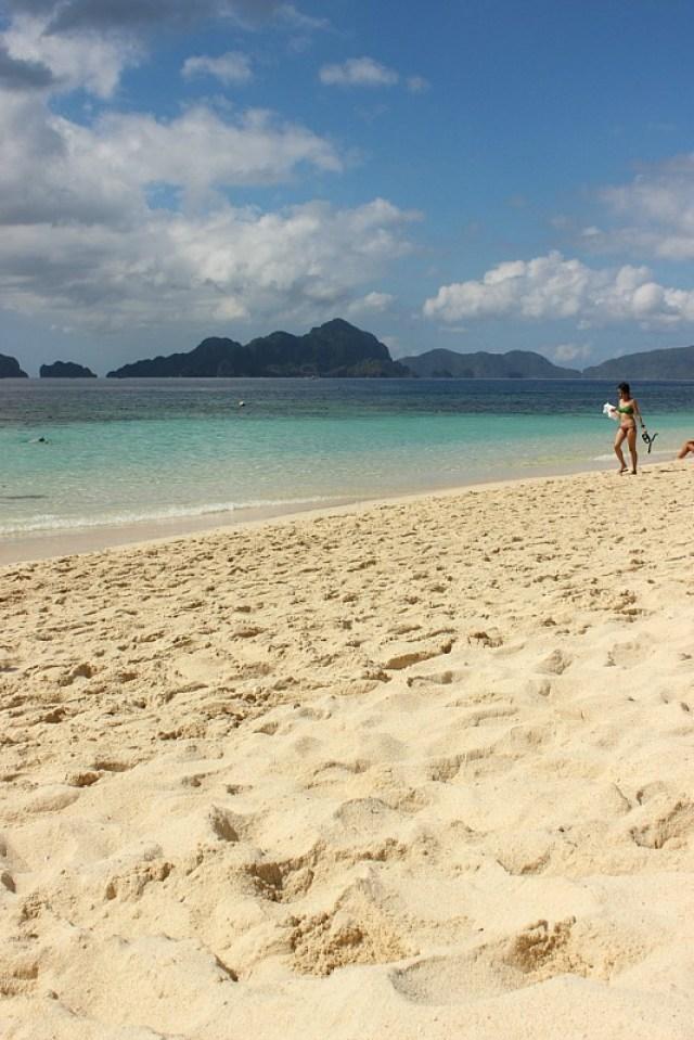 Beautiful beach on El Nido island hopping tour
