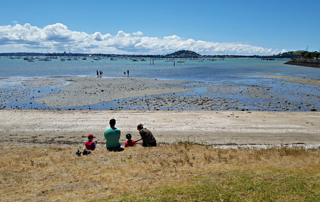Swimming at Mission Bay in Auckland, New Zealand - a 2017 highlight of Digital Nomad Life