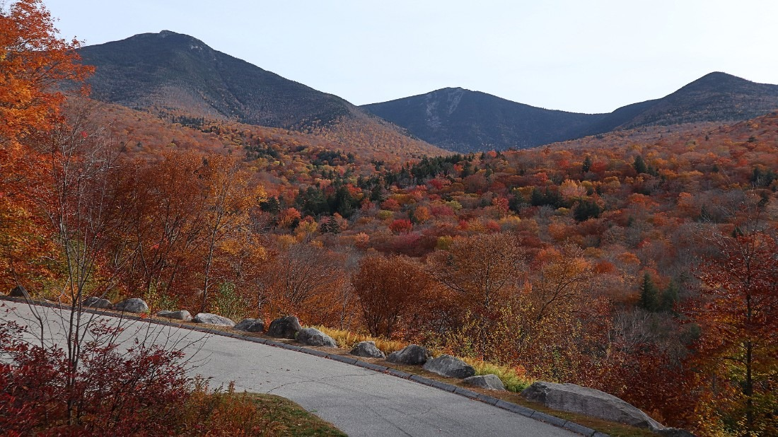 Fall colors on the Kanc Highway in New Hampshire