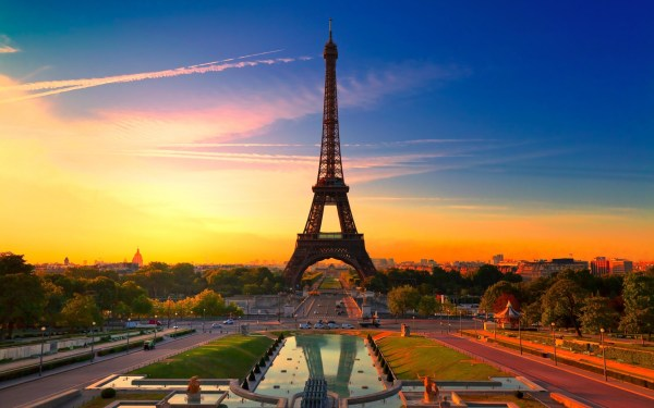 Eiffel Tower World Traveling Guide