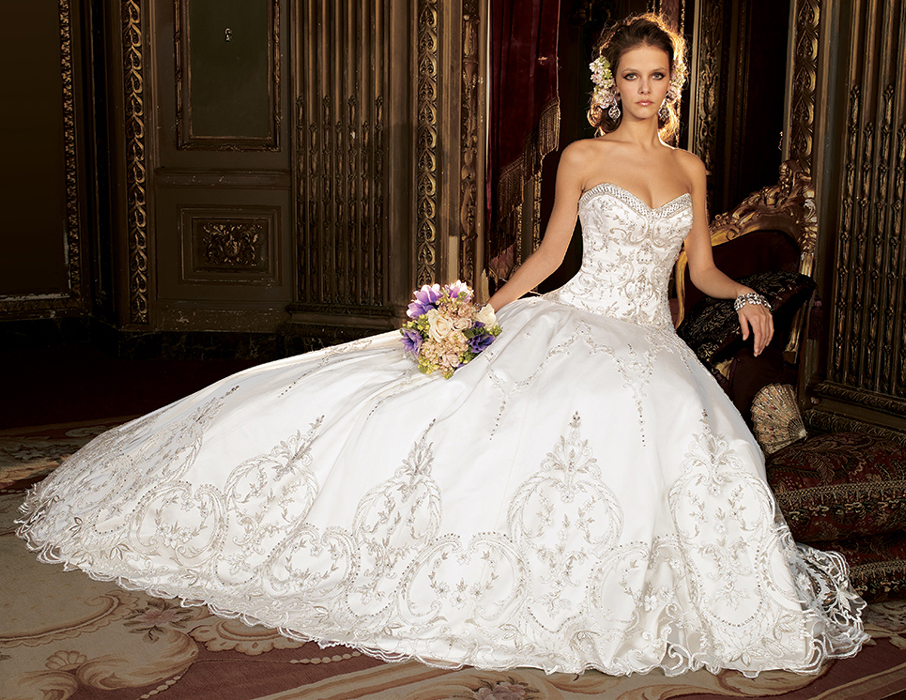 The Irresistible Attraction Of Ball Gown Wedding Dresses