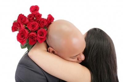 Flowers and a hug © David Castillo Dominici| freedigitalphotos.net
