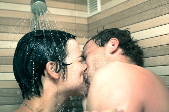 Kissing in the shower © JanMika | dollarphotoclub.com