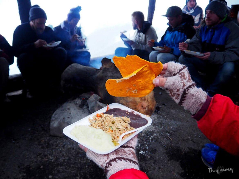 wulkan Acatenango kolacja